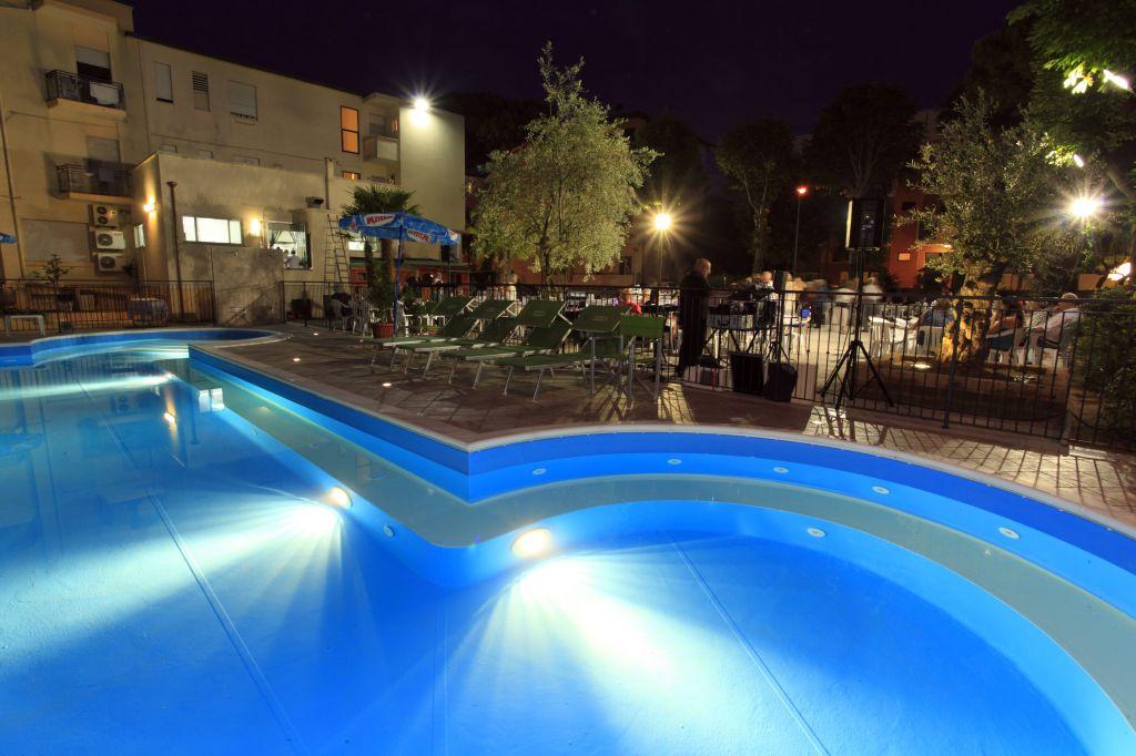 Hotel con piscina torre pedrera rimini conti hotels - Hotel con piscina a rimini ...